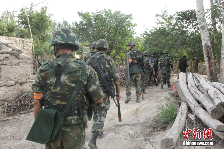 新疆乌什每天出动上千人搜捕2名暴徒